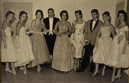 Módna prehliadka Vkusu v Bratislave z roku 1958. Každé jedny šaty z fotografie by som si ochotne obliekla aj v roku 2017.